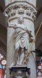 Βρυξέλλες - άγαλμα του ST Thomas ο απόστολος από Jeroom Duquesnoy de Jonge (1634) στο μπαρόκ ύφος από το γοτθικό καθεδρικό ναό Αγί στοκ φωτογραφίες