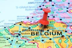 Βρυξέλλες που καρφώνονται σε έναν χάρτη της Ευρώπης Στοκ Εικόνες