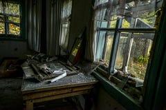Βρωμίστε στο εγκαταλειμμένο σπίτι στοκ φωτογραφίες με δικαίωμα ελεύθερης χρήσης