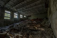 Βρωμίστε στο εγκαταλειμμένο σπίτι στοκ φωτογραφία