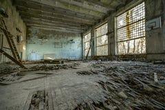 Βρωμίστε στο εγκαταλειμμένο σπίτι στοκ φωτογραφίες