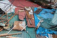 Βρωμίστε τη ζωηρόχρωμη βρώμικη στέγη, σύσταση, υπόβαθρο Στοκ Φωτογραφίες