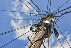 Βρωμίστε των ηλεκτρικών καλωδίων στοκ φωτογραφία