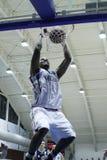 Βρόντος καλαθοσφαίρισης dunk Στοκ Εικόνες