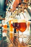 Βρύσες μπύρας σε ένα μπαρ Στοκ Εικόνες