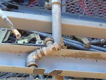 Βρύση και άλλο σιδηρούχο υλικό στα υλικά οδόστρωσης αποβλήτων που ανακυκλώνονται Στοκ Φωτογραφίες