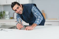 Βρύση κουζινών συναρμολογήσεων υδραυλικών πορτρέτου Στοκ Εικόνες