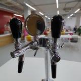 Βρύση μπύρας με τον αποζημιωτή Στοκ εικόνες με δικαίωμα ελεύθερης χρήσης