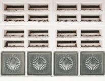 Βρώμικα κάγκελα εξαερισμού αέρα στοκ φωτογραφία