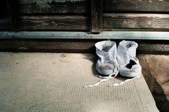 βρώμικα παπούτσια ζευγα&rho Στοκ φωτογραφίες με δικαίωμα ελεύθερης χρήσης
