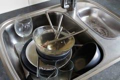 βρώμικα πιάτα στοκ εικόνα με δικαίωμα ελεύθερης χρήσης