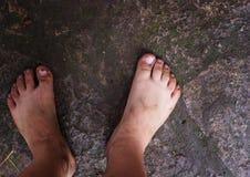 Βρώμικα πόδια ενός παιδιού Στοκ Φωτογραφίες