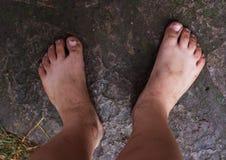 Βρώμικα πόδια ενός παιδιού Στοκ φωτογραφίες με δικαίωμα ελεύθερης χρήσης