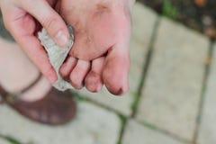 Βρώμικα πόδια παιδιών Στοκ Φωτογραφίες
