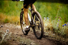 Βρώμικα πόδια ποδηλατών αθλητών αθλητικών Στοκ Εικόνες