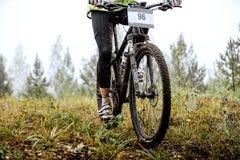 Βρώμικα πόδια του mountainbiker Στοκ φωτογραφία με δικαίωμα ελεύθερης χρήσης