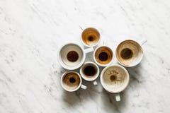 Βρώμικα φλιτζάνια του καφέ afterparty Στοκ Φωτογραφία