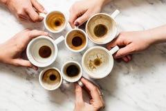 Βρώμικα φλιτζάνια του καφέ afterparty Στοκ Φωτογραφίες