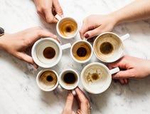 Βρώμικα φλιτζάνια του καφέ afterparty Στοκ φωτογραφίες με δικαίωμα ελεύθερης χρήσης