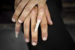 Βρώμικα χέρια ατόμων Στοκ φωτογραφίες με δικαίωμα ελεύθερης χρήσης