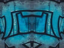 Βρώμικες, γεωμετρικές μορφές που χρωματίζονται σε έναν παλαιό συμπαγή τοίχο Στοκ φωτογραφία με δικαίωμα ελεύθερης χρήσης