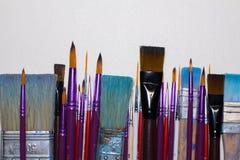 Βρώμικες λειτουργώντας βούρτσες τέχνης Στοκ φωτογραφίες με δικαίωμα ελεύθερης χρήσης