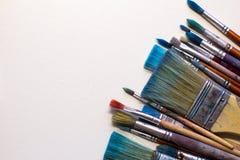 Βρώμικες λειτουργώντας βούρτσες τέχνης Στοκ Φωτογραφίες