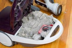 Βρώμικη ηλεκτρική σκούπα έτοιμη να εκκενωθεί Στοκ φωτογραφία με δικαίωμα ελεύθερης χρήσης