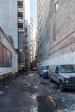 Βρώμικη πίσω αλέα στο Μανχάταν Στοκ Εικόνα