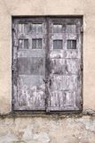 βρώμικη πόρτα παλαιά Ελαφρύς τοίχος της οικοδόμησης Στοκ φωτογραφίες με δικαίωμα ελεύθερης χρήσης
