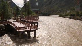 Βρώμικοι οργιμένος ποταμός και μαρίνα απόθεμα βίντεο