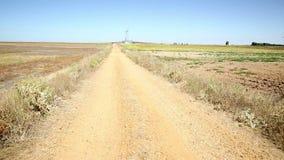 Βρώμικος δρόμος μεταξύ Roales del Pan και Montamarta απόθεμα βίντεο