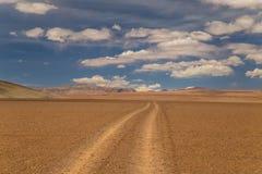 Βρώμικος δρόμος σε μια υψηλή έρημο alva στοκ φωτογραφία με δικαίωμα ελεύθερης χρήσης