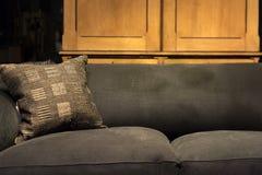 Βρώμικος καναπές Στοκ φωτογραφίες με δικαίωμα ελεύθερης χρήσης