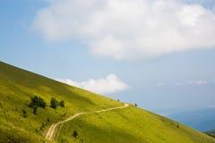 Βρώμικος δρόμος στα βουνά Arkhyz Στοκ Εικόνες