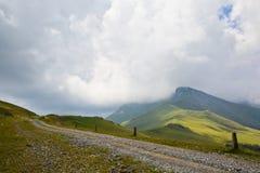 Βρώμικος δρόμος στα βουνά Arkhyz Στοκ εικόνες με δικαίωμα ελεύθερης χρήσης