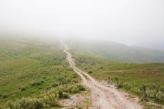 Βρώμικος δρόμος στα βουνά Arkhyz Στοκ φωτογραφία με δικαίωμα ελεύθερης χρήσης