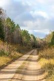 Βρώμικος δρόμος χώρας κατά τη διάρκεια του φθινοπώρου Στοκ Φωτογραφίες