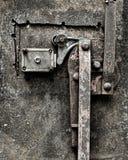 Βρώμικος σκουριασμένος μηχανισμός κλειδώματος στοκ φωτογραφία