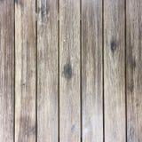 Βρώμικος στενοχωρημένος γκρίζος ξύλινος κατασκευασμένος φράκτης στοκ εικόνα με δικαίωμα ελεύθερης χρήσης