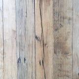 Βρώμικος στενοχωρημένος γκρίζος ξύλινος κατασκευασμένος φράκτης στοκ φωτογραφία