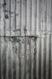 βρώμικος τοίχος μετάλλω&nu Στοκ φωτογραφία με δικαίωμα ελεύθερης χρήσης