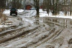 Βρώμικος υγρός δρόμος, πλαϊνός άργιλος Στοκ εικόνες με δικαίωμα ελεύθερης χρήσης