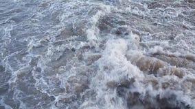 Βρώμικο βράζοντας νερό 002 απόθεμα βίντεο