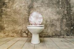 Βρώμικο παλαιό κύπελλο τουαλετών Στοκ Φωτογραφίες