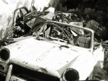 Βρώμικο παλαιό μαλακό τοπ αυτοκίνητο Trashed ναυπηγείων παλιοπραγμάτων Στοκ Εικόνα