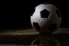 βρώμικο ποδόσφαιρο σφαιρ Στοκ φωτογραφία με δικαίωμα ελεύθερης χρήσης