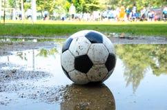Βρώμικο ποδόσφαιρο Στοκ φωτογραφία με δικαίωμα ελεύθερης χρήσης