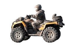 Βρώμικο πλαϊνό κίτρινο ATV με τον αναβάτη που απομονώνεται Στοκ Εικόνα
