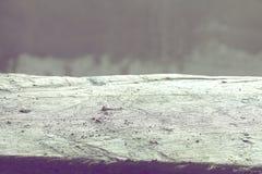 Βρώμικο τσιμέντο στην τραχιά ξύλινη γέφυρα Στοκ Εικόνα